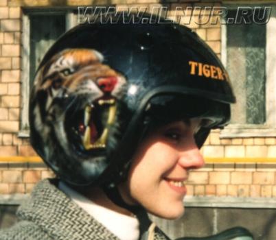 «Если тигру отрезать шею…» аэрография на шлеме