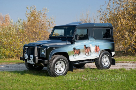 «Табун» аэрография на Land Rover Defender 2011 г.