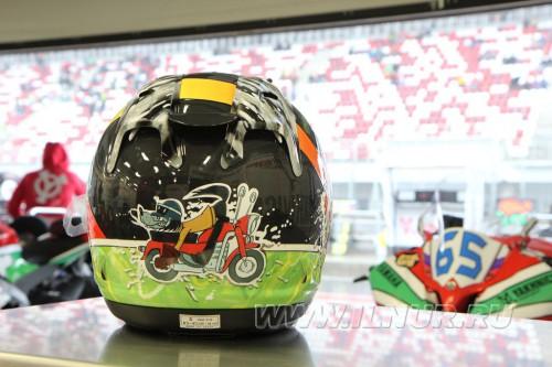"""шлем с рисунком """"Ну погоди"""" для Леонова"""