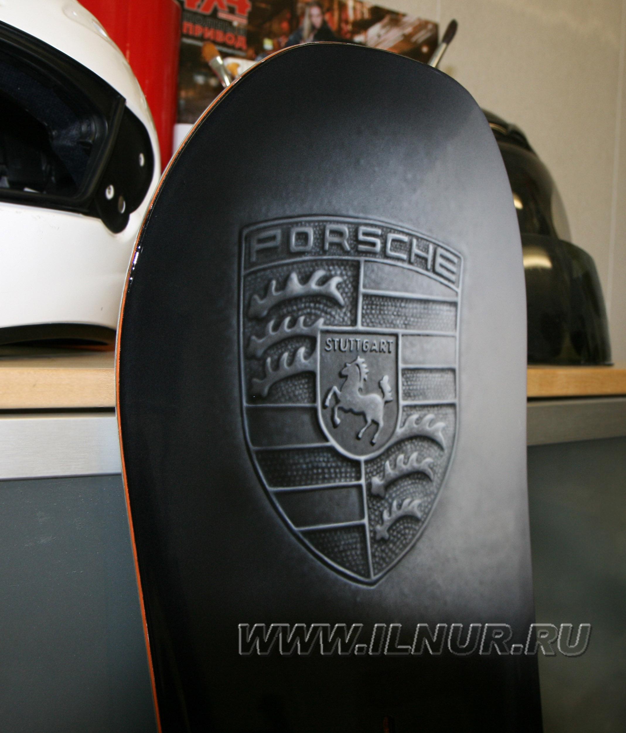 «Сноуборд в подарок» аэрография в стиле Porsche