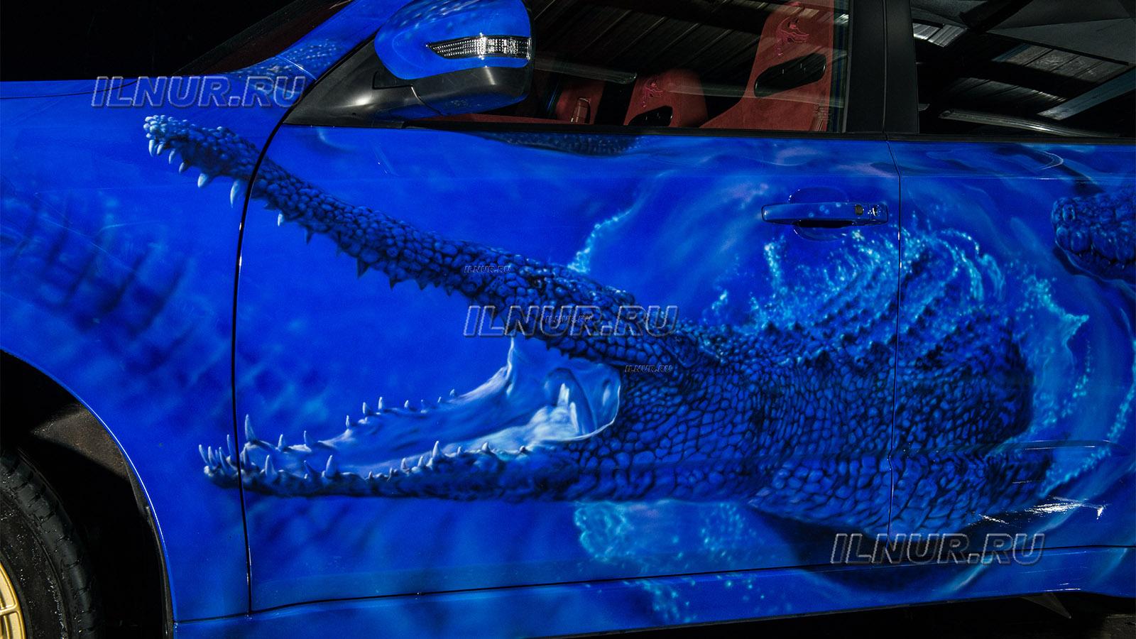 аэрография крокодилы на синем авто Subaru Forester tS