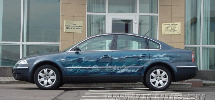 «Волна. Вид сбоку» аэрография на VW Passat 2001 г.